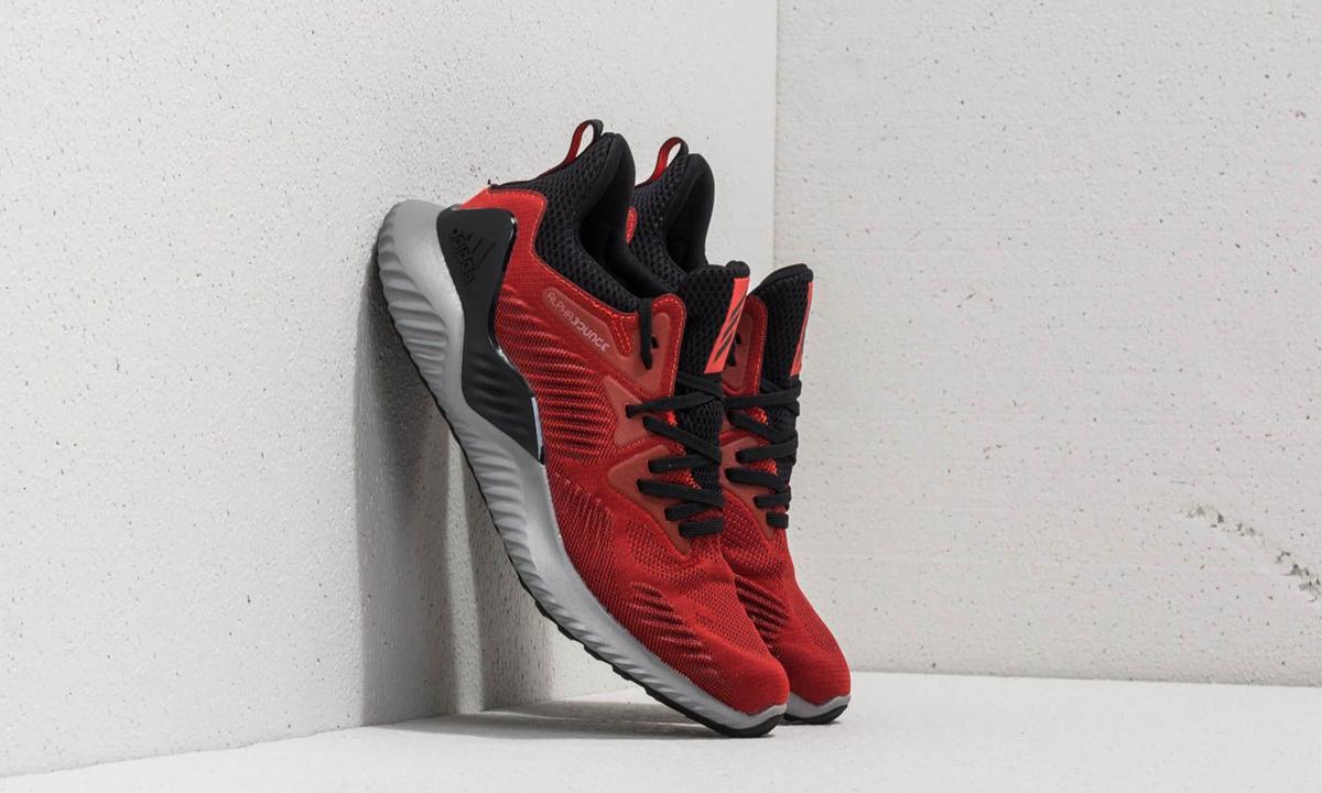 Gợi ý 3 ngày tết diện Sneaker tết Kỷ Hợi 2019